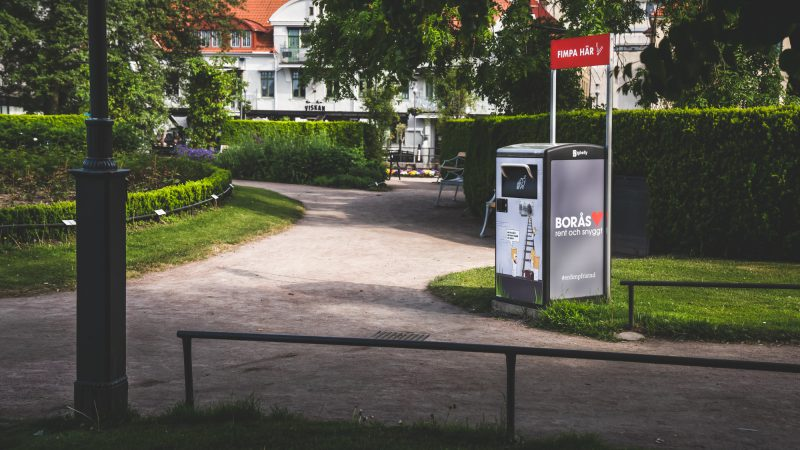 Smarta papperskorgar utmärker sig i Borås med nya utseenden 1